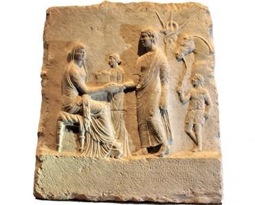 Μαρμάρινο ταφικό ανάγλυφο για τον Λεύκιο Κορνήλιο Νέωνα. ©ΥΠΠΟΑ-ΑΜΘ